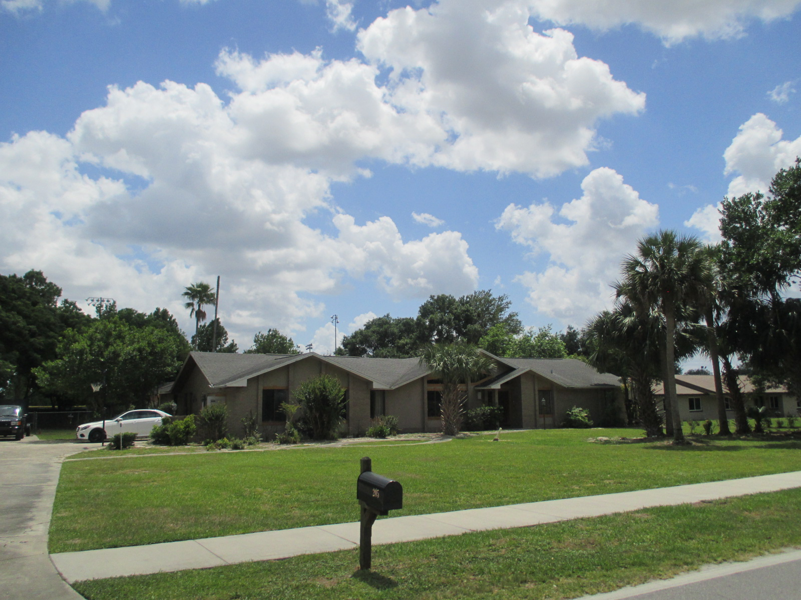 We buy houses FL in Deland. Sell my house fast Deland for cash.